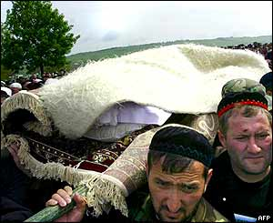 Friends carry the body of Akhmad Kadyrov, covered by a sheepskin.