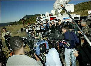 Peter Frenzen (far left), monument scientist for the Mount St Helens National Volcanic Monument, takes questions from reporters, 3 October 2004, at the Castle Lake Viewpoint in Washington state
