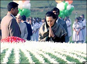 Sonia Gandhi at the memorial to Jawaharlal Nehru