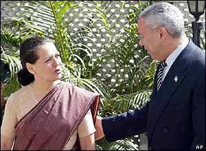 Sonia Gandhi with US Secretary of State Colin Powell in 2004