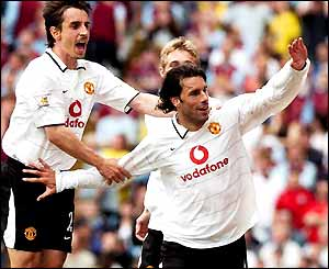 Ruud van Nistelrooy celebrates his goal with Gary Neville