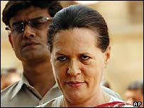 Sonia Gandhi announcing that she will not be prime minister