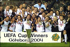 Valencia round off a memorable season by adding the Uefa Cup to the Spanish title