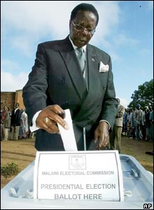 United Democratic Front UDF presidential candidate, Bingu wa Mutharika casts his vote