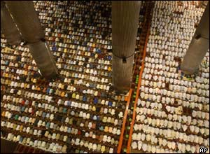 Thousands pray at Jakarta's Istiqlal mosque, the largest in south-east Asia