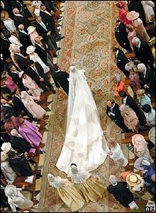 Aerial shot of Ms Ortiz walking up the aisle
