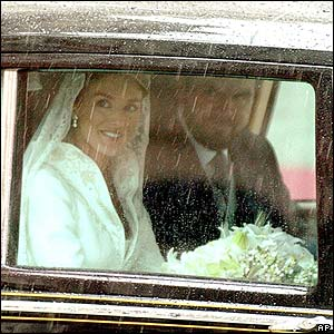 Letizia Ortiz arrives for the wedding with her father