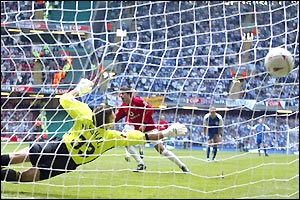 Ruud van Nistelrooy effectively ends the contest when he scores from the penalty spot after Giggs had been fouled