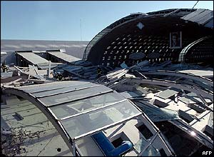 Wreckage of the roof collapse at Charles de Gaulle