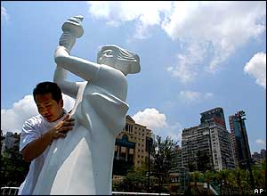 A man erects a statue of