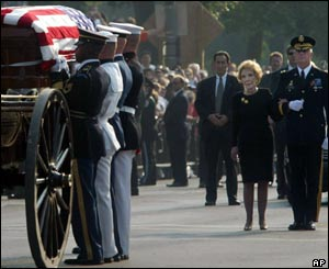 Nancy Reagan watches as casket of former President Reagan makes its way to Capitol