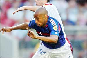 France's Thierry Henry battles with England's Frank Lampard