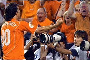 Ruud van Nistelrooy celebrates levelling the scores
