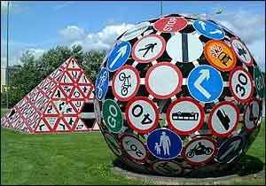 Magic Roundabout sculpture - Picture courtesy freefoto.com