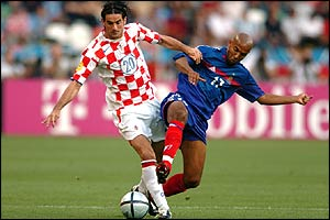 Croatia's Dovani Rosso tussles with Oliver Dacourt of France