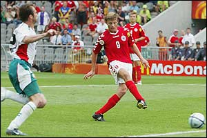 Jon Dahl Tomasson scores for Denmark