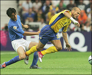 Fredrik Ljungberg takes on Christian Panucci