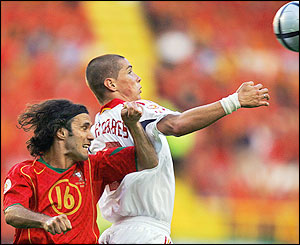 Fernando Torres beats Ricardo Carvalho in the air