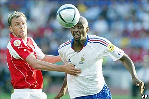 Switzerland defender Stephane Henchoz tussles with France's Patrick Vieira