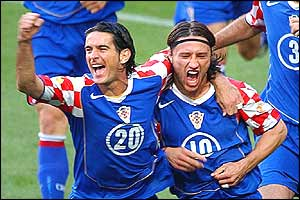 Croatia's Niko Kovac (right) celebrates with team-mate Dovani Rosso
