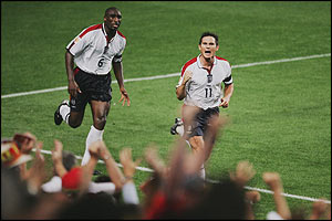 Sol Campbell and Frank Lampard celebrate Lampard's equaliser