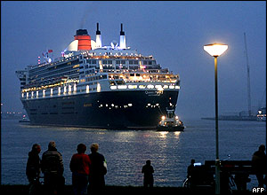 The Queen Mary 2, the world's largest cruise ship, arrives in Rotterdam