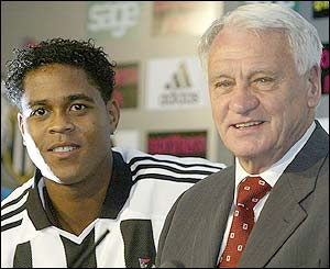 Patrick Kluivert with new boss Sir Bobby Robson