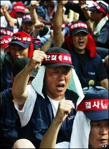 Workers at South Korea's second-largest oil refiner shout slogans during an anti-government rally