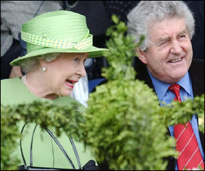 The Queen and First Minister Rhodri Morgan
