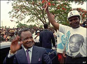 Frederick Chiluba (l) in 1996