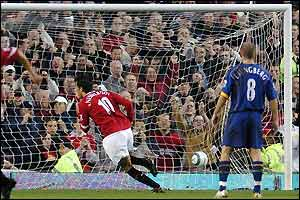Ruud van Nistelrooy gives Man Utd the lead