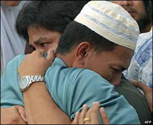 Relatives of Muslim demonstrators hug one another, 27 October 2004.