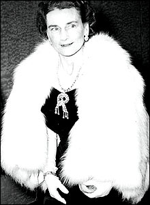 Alice at the premiere of Retreat Hell in 1952