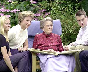 Alice with her daughter-in-law and grandchildren in 2001