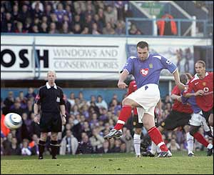 David Unsworth scores for Portsmouth