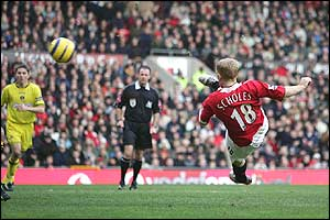 Scholes volleys home for United's second