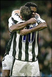 Patrick Kluivert and Craig Bellamy celebrate Newcastle's first goal