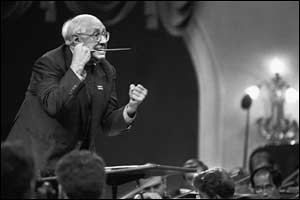 Mstislav Rostropovich conducts the US National Orchestra, 1994 (Eddie Opp, Kommersant)