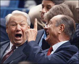 Russian ex-President Boris Yeltsin and French President Jacques Chirac watch Davis Cup final, 2002  (Dmitry Azarov/Kommersant)