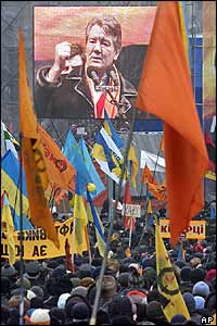 Viktor Yushchenko appears on giant screen in Kiev