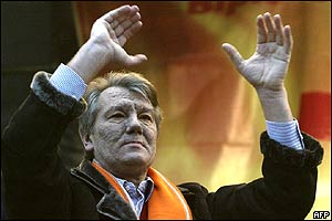Viktor Yushchenko addresses supporters in Kiev