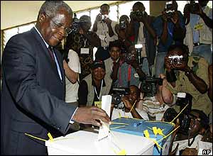 Afonso Dhalakama, presidential candidate for the main opposition Renamo party casts his vote in Maputo.