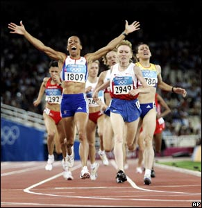 Kelly Holmes wins Gold.
