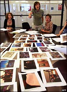Picture editors at Liberation discuss a photo gallery for the next day's paper