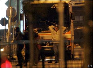 Hostages leave the bus