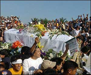 Supporters and relatives carry the coffin bearing the remains of the late Philippine movie star Fernando Poe