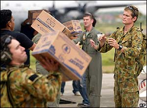 Australian soldiers unload aid at Banda Aceh airport