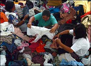 Thai tsunami survivors given clothes