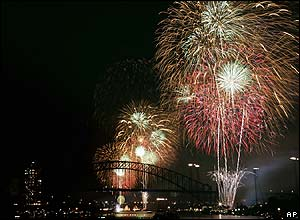Fuegos artificiales en Sydney, Australia.    AP Photo/Mark Baker