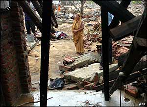 Sri Lankan Muslim woman inspects ruins of home